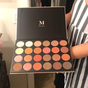 XXL Morphe eyeshadow palette